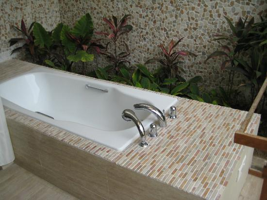 Desamuda Village: Bath tub