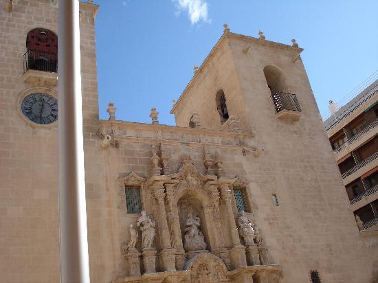 Iglesia de Santa María: Front view