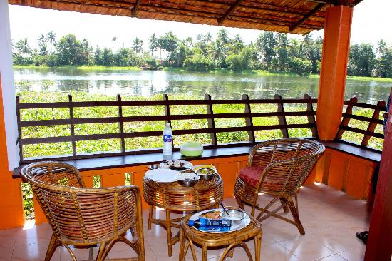Green Palace Kerala Resort: Lunch with a Great View..