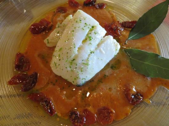Nerodiseppia Ristocaffè: pesce su sughetto di pomodoro