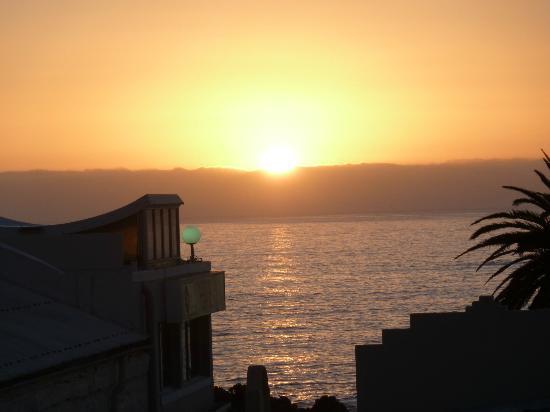 Camps Bay Resort: Sunset on Balcony