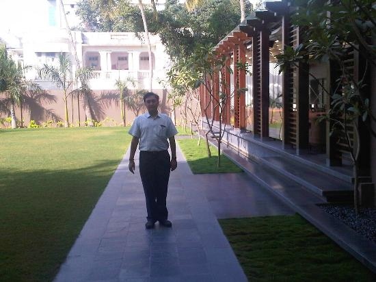 Hotel Express Residency: The Lawn