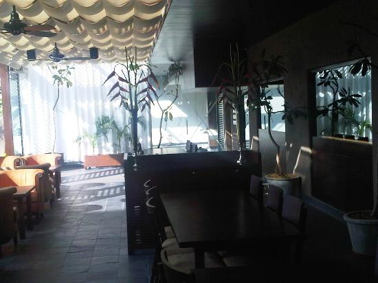 Hotel Express Residency: This is a very beautiful sit out dinning facing a big green lawn
