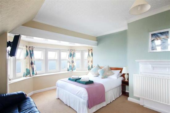 Sandcliff Guest House: Sea View Room