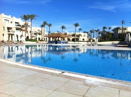 Cleopatra Luxury Resort Sharm El Sheikh: one of three pool area's