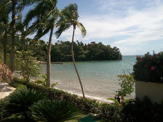 Grand Bahia Principe Cayacoa: plage devant le snack bar en bas