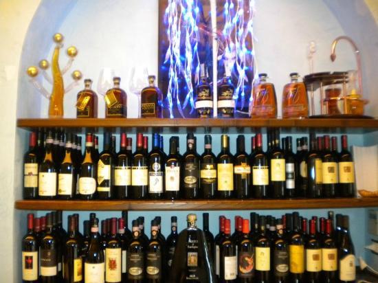 Le Virtu in Tavola: vasta scelta di vini , peccato che non ne ho approfittato