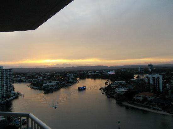 Moorings on Cavill Avenue: The spectacular sunset