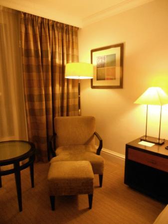 Hyatt Regency London - The Churchill: sitting area