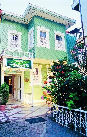 Historia Hotel: Historia Exterior