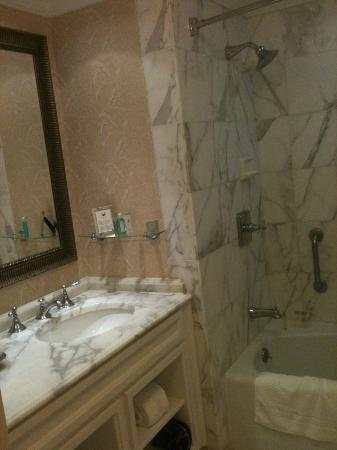 The Ritz-Carlton, Amelia Island: Marble bathroom