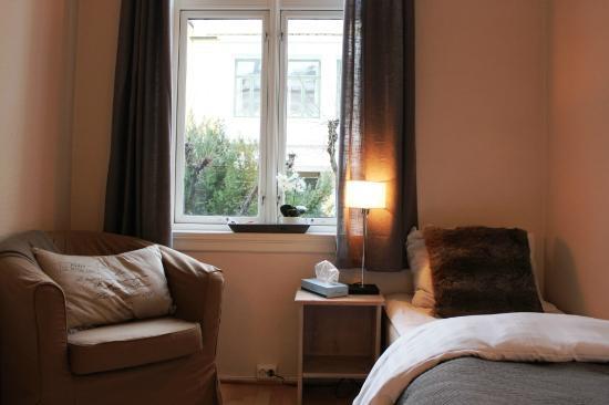 Ellingsens Pensjonat: Cozy single room.