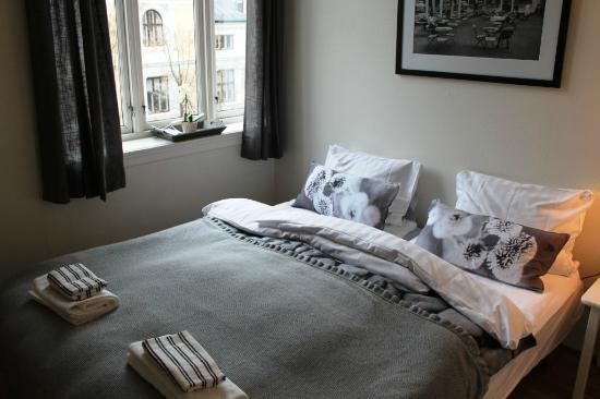 Ellingsens Pensjonat: Comfy double room.