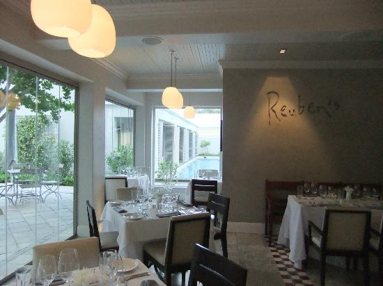 The Robertson Small Hotel: Reuben's Restaurant