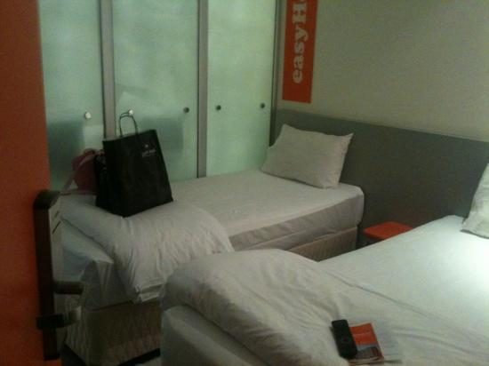 easyHotel Dubai: twin room