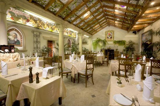 Green Garden Hotel: Restaurant