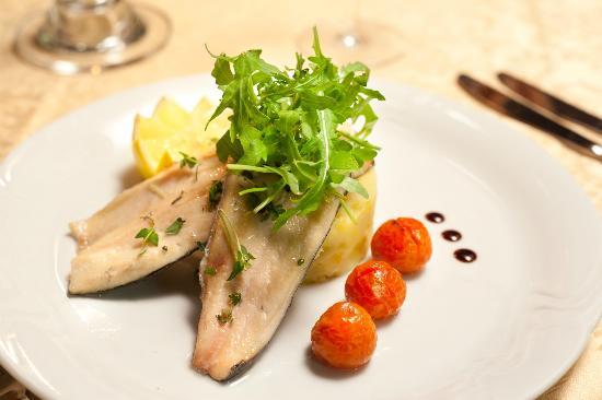 Green Garden Hotel: Food