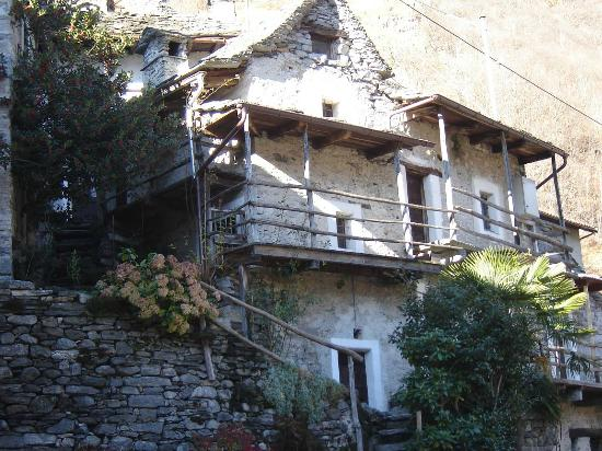 "Hotel Pizzo Vogorno: Typical house ""Verzasca Valley"""