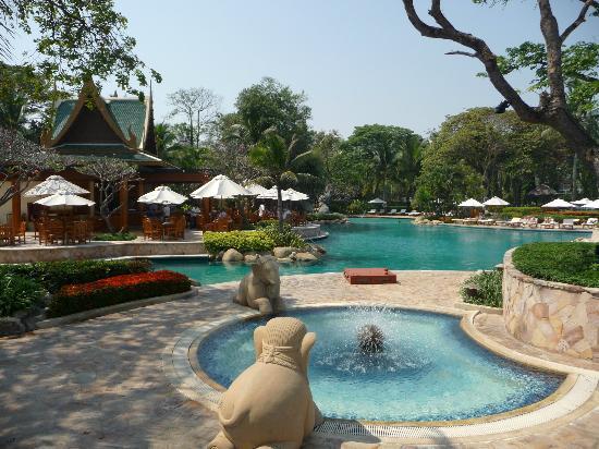 โรงแรมไฮแอท รีเจนซี่ หัวหิน: Main pool at HYATT HUA HIN