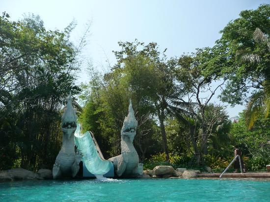 โรงแรมไฮแอท รีเจนซี่ หัวหิน: water slide at main pool