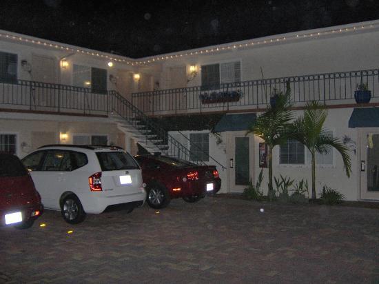 Crown City Inn: Parcheggio