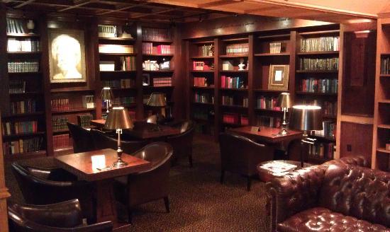 Mark Twain Hotel: Lobby Sitting Area