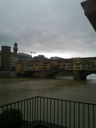 Hotel Lungarno: the arno river
