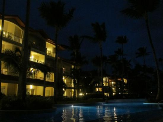 Majestic Elegance Punta Cana: Pool and hotel at night