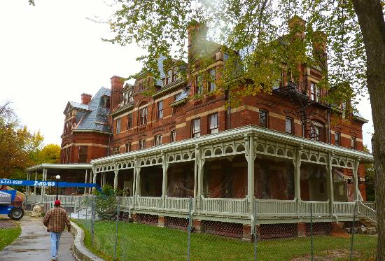 Pullman Historic District : The Hotel Florence, named for Pullman's daughter, now under restoration