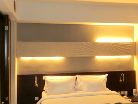 Novotel Manado Golf Resort & Convention Centre : Nice room lighting