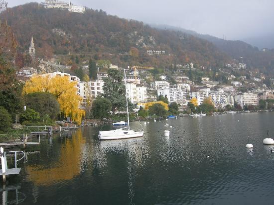 Lakeside Promenade Fleuri: lakeside walk