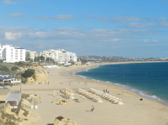 Rosamar 1 Aparthotel: view across beach towards Albefeira