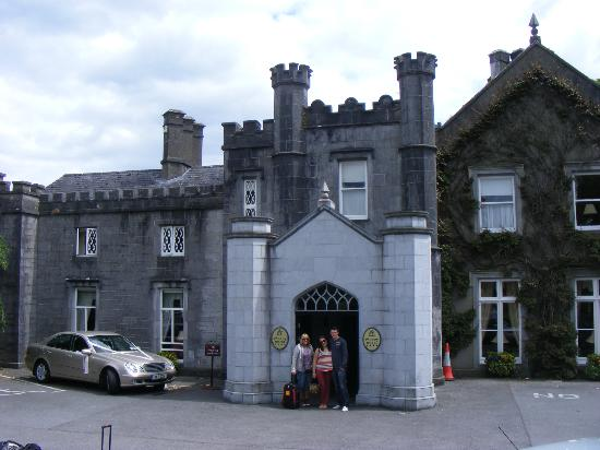 Abbey Hotel: front of hotel