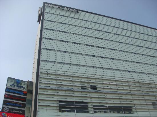 NH Mexico City Valle Dorado: Une des façades de l'hôtel...