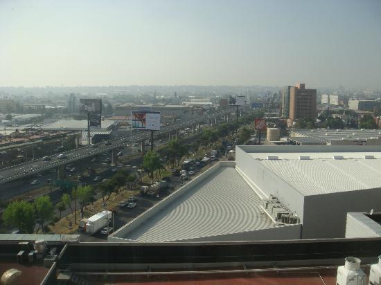 NH Mexico City Valle Dorado: Vue depuis la chambre...