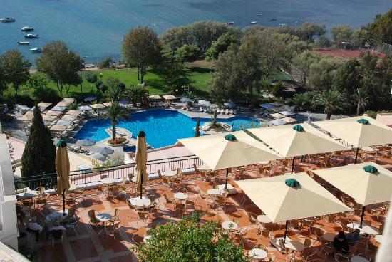 Mare Nostrum Thalasso Hotel: vue mer et piscine