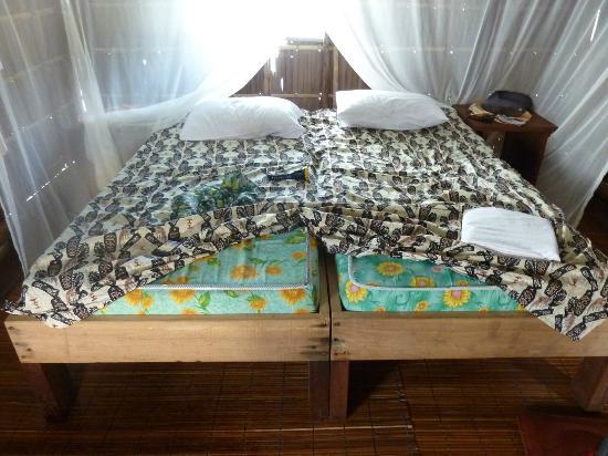 Kri Eco Resort: la literie : byebye les calins !