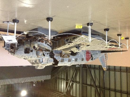 Misawa, Japón: 一式双発高等練習機 立川 キ54 十和田湖から69年ぶりに引き揚げられ、当時を偲ぶ貴重な機体をご覧になって下さい。