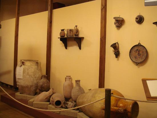 Zeni Winery and Wine Museum: Ancient artefacts