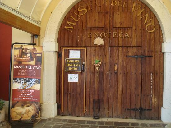 Zeni Winery and Wine Museum: Museum entrance