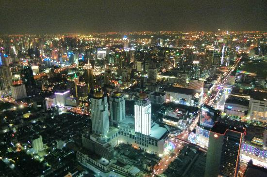 Centre Point Silom: Bangkok bei Nacht.