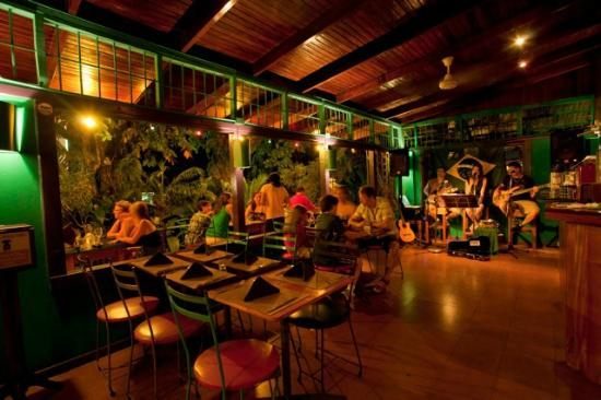 El Patio de Café Milagro - Manuel Antonio: Dining with live music at El Patio de Cafe Milagro