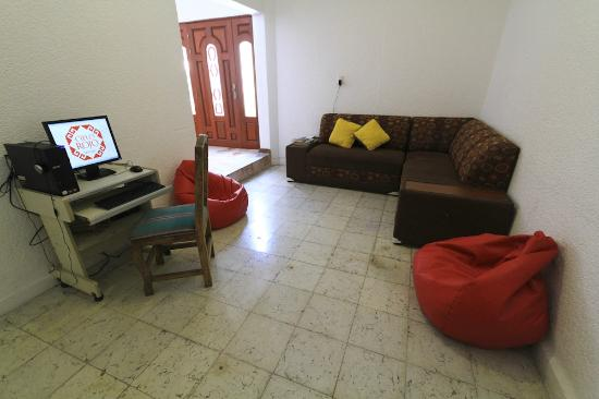 Cielo Rojo Hostel, Oaxaca: PC, Library & Living Room