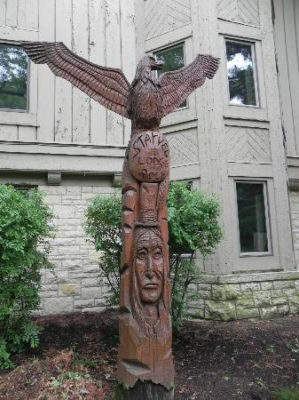 Starved Rock State Park: Totem poles