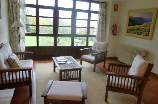 Hotel Rural Casa de La Veiga: cuarto de estar