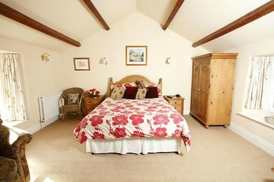 Newton Grange : The Beamed Room - a king size double room