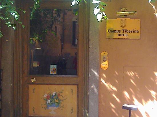 Hotel Domus Tiberina: Entrada