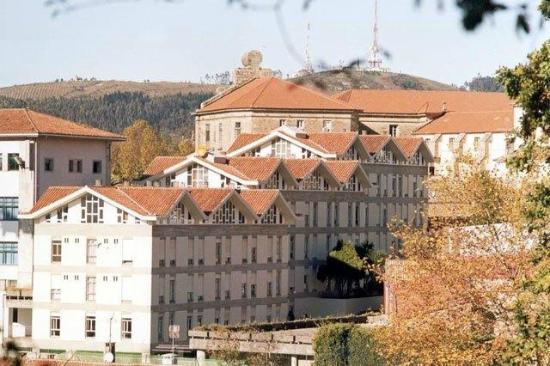 Hostal La Salle: Vista exterior desde el Parque de Bonaval.