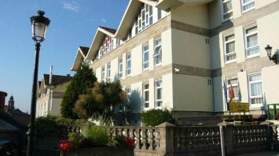 Hostal La Salle: Entrada del hotel