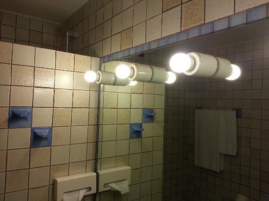 luci bagno : Bagno luci anni 70 - Picture of Hotel Leopardi, Verona - TripAdvisor